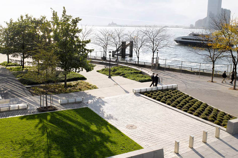 Battery Park City Streetscapes Security New York
